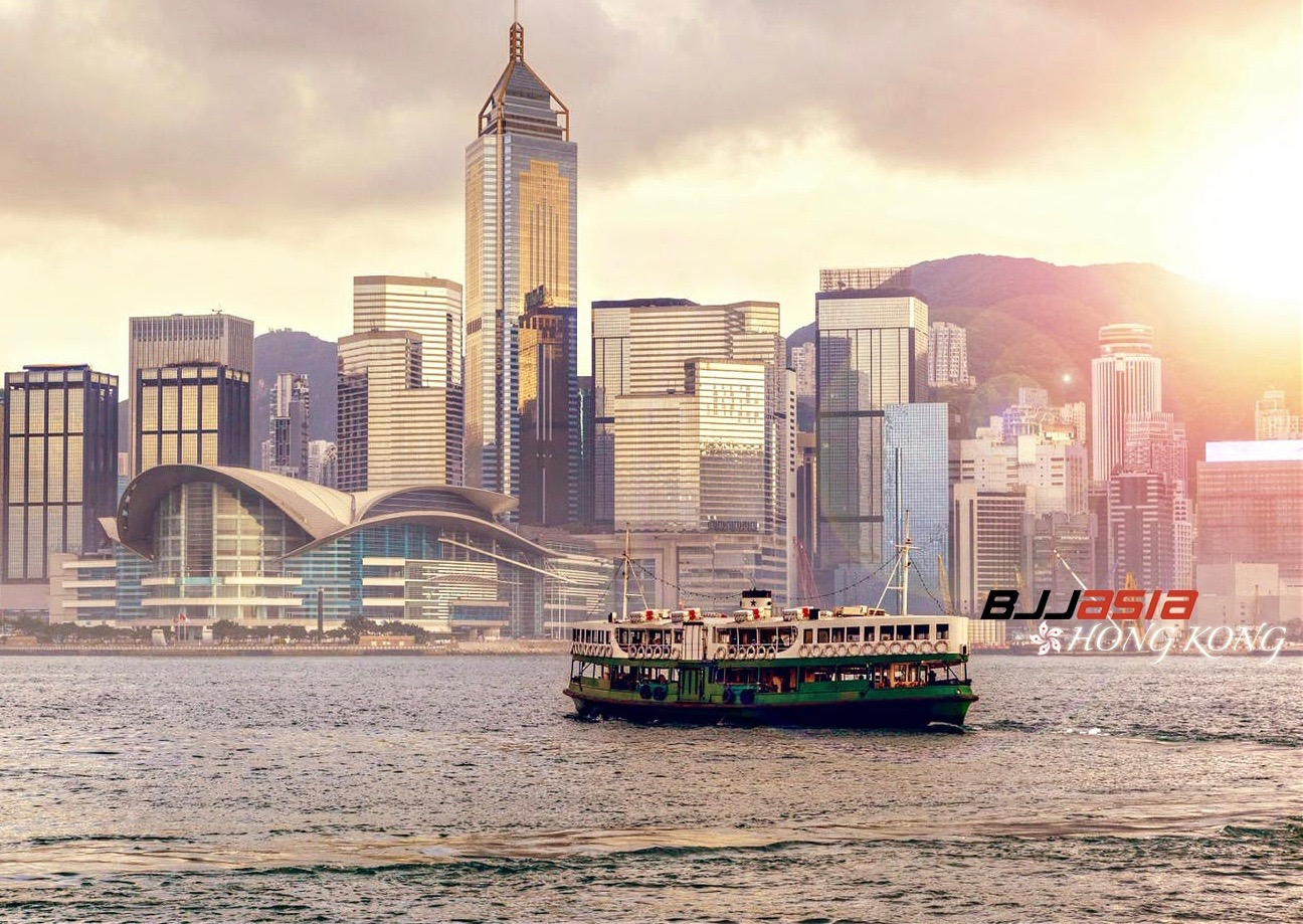 Dorothy Does Hong Kong: Pearl (of the Orient) Before Swine